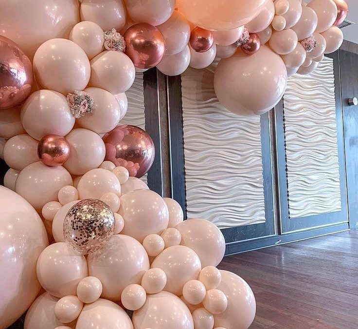 Sur Pinterest Obsessed! Spotted via @balloonsbydina! #AhoufeBridal #AhoufeBallons